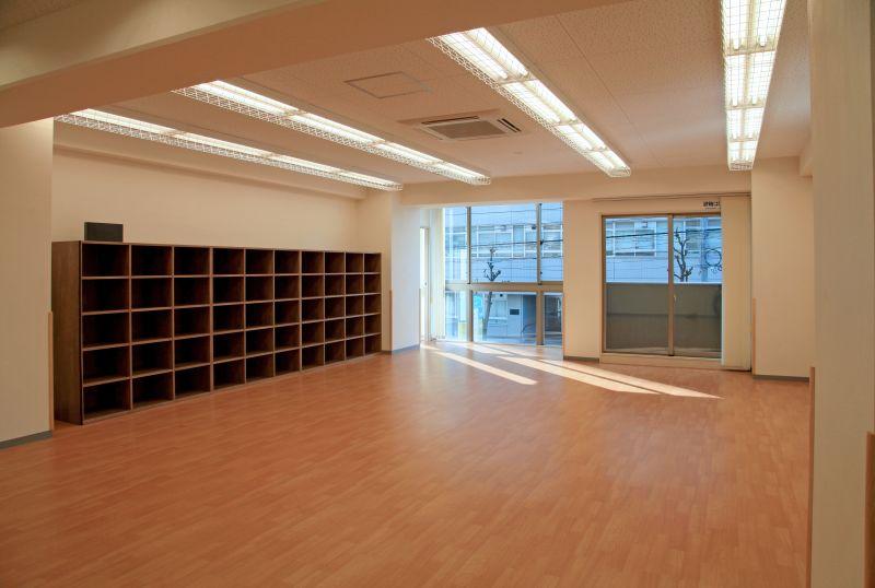 HugPON!覚王山教室 フリースペースの室内の写真