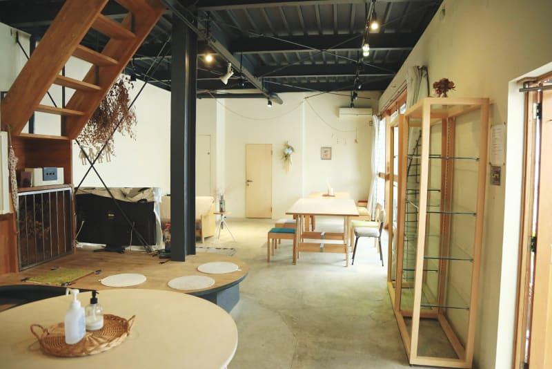 メインのスペースはリビングと大きなダイニング。 撮影にも最適です。 - モリヤマフリーカフェスペース 多目的レンタルスペースの室内の写真