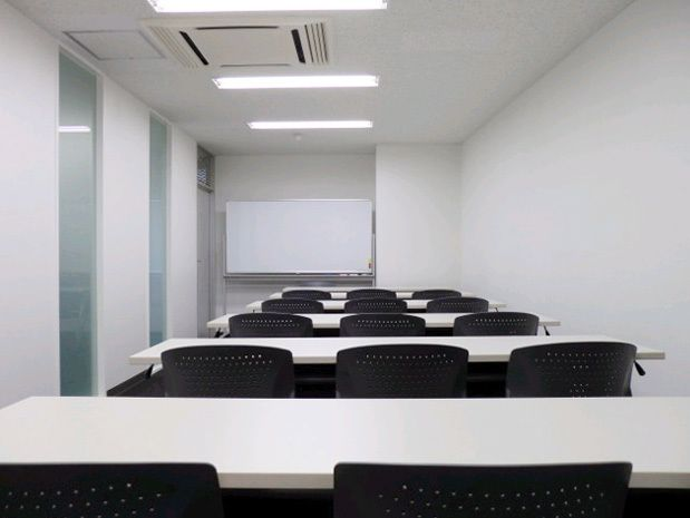 大阪会議室 ヒロコーポレーション難波御堂筋店 第1会議室の室内の写真