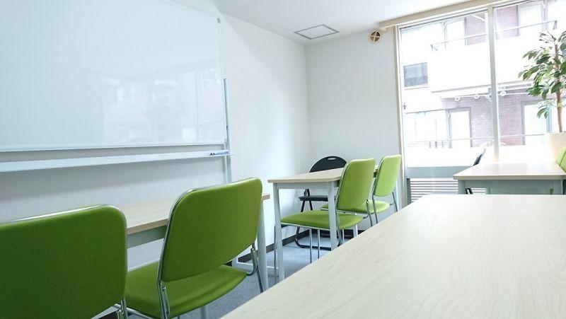 MoCA 会議室の室内の写真