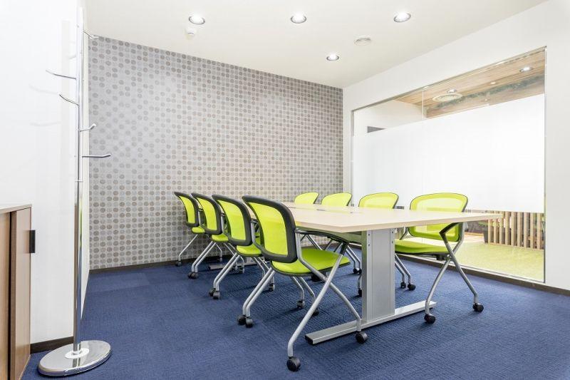 神戸三宮エリアの8名用会議室 8名用会議室の室内の写真