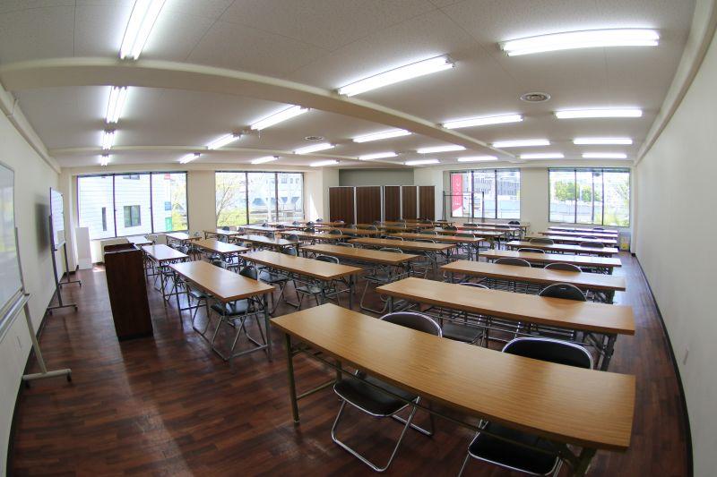 共栄実業(株) 三栄ビル 第1会議室(最大60名可)の室内の写真
