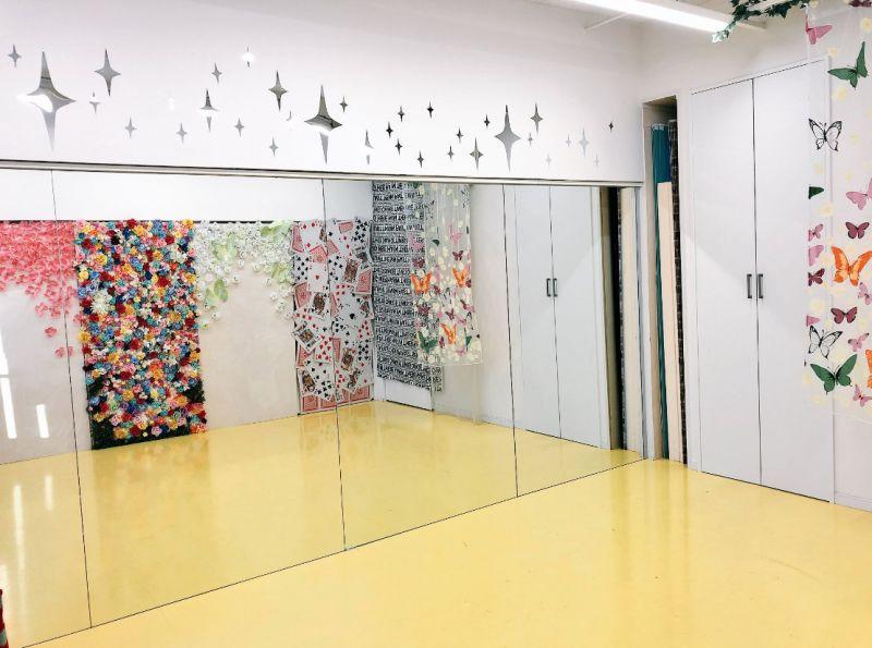 すむぞう渋谷宇田川スタジオ 鏡張りレンタルスタジオの室内の写真