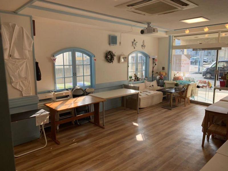 トモヨシ屋 ファミリースペースの室内の写真