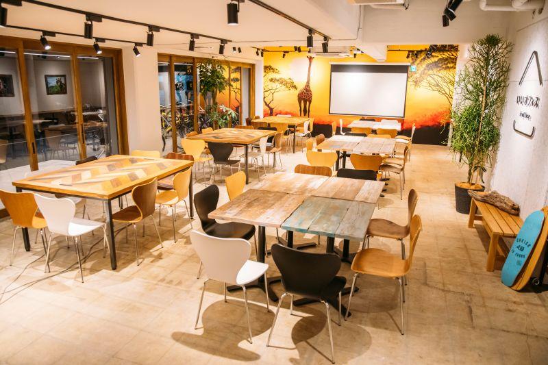 いいオフィス上野 オープンスペースの室内の写真