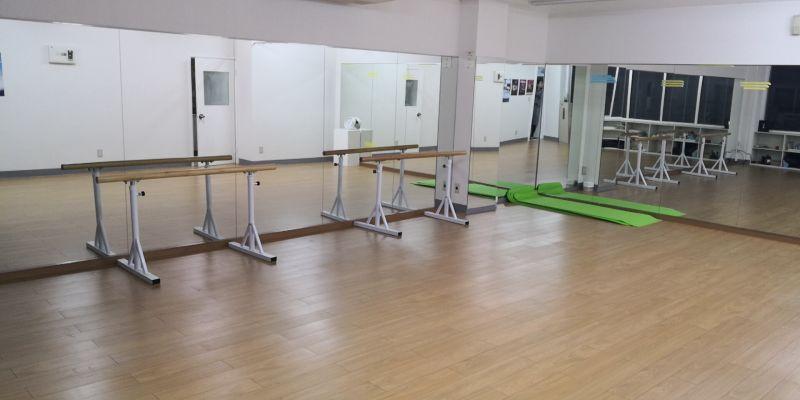 鶴見ダンス教室 ダンス教室の室内の写真