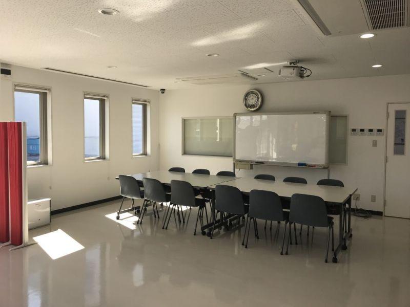 Somethin' ELSE 1Fセミナースペースの室内の写真