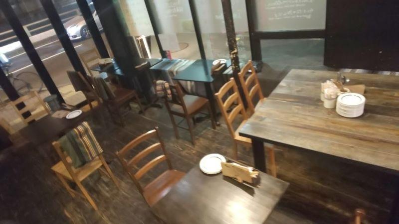 代田橋バルawaited ワークショップ、ライブスペースの室内の写真