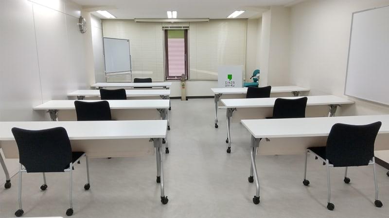 ソーシャルディスタンスを考慮したレイアウト例 - 銀座ユニーク貸会議室 小会議室の室内の写真