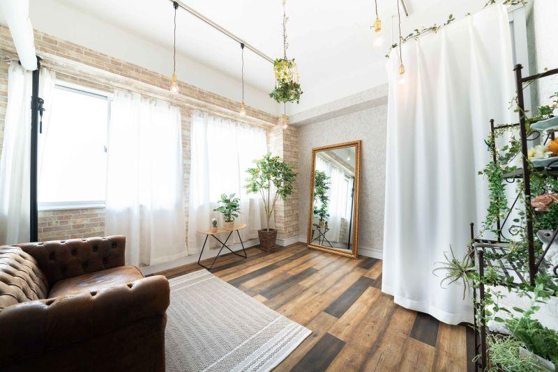Studio apps Broom ボタニカル調の空間の室内の写真