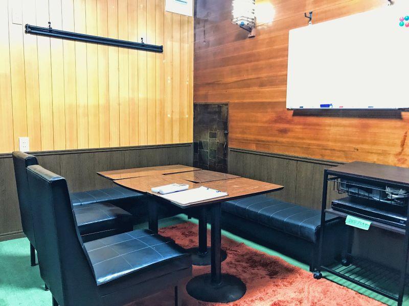 MARUNITUTA 八重洲の喫茶店風個室の室内の写真