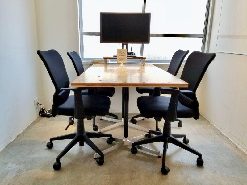 上野 貸し会議室 いいオフィス 1名〜4名様用会議室の室内の写真