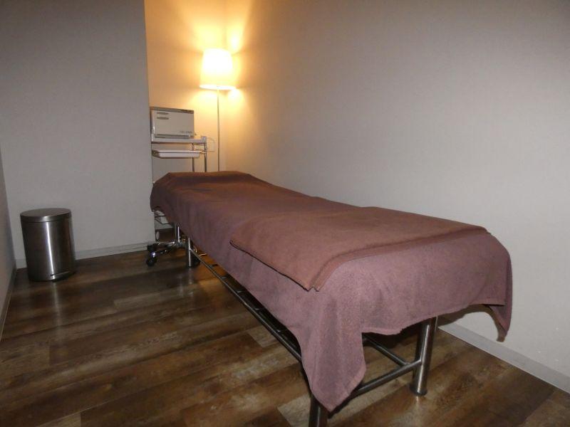 現在ベッドカバー、ひざ掛け等の設置はありません - 【名古屋】D→START エステベッドAの室内の写真