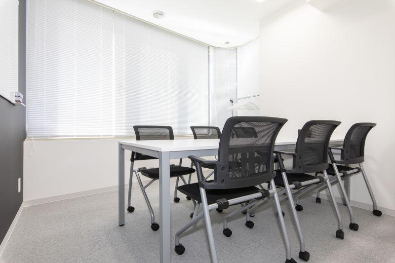 BIZcomfort大森山王 会議室②(6名用)の室内の写真
