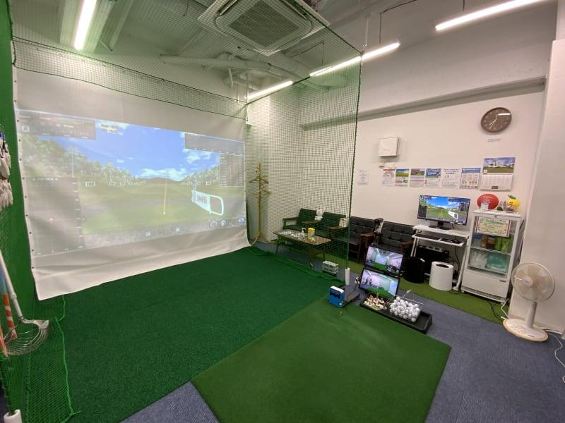 スマートショット新宿 室内ゴルフ練習場2号室(IN)の室内の写真