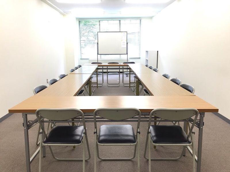 共栄実業(株) 三栄ビル 第2会議室(最大24名可)の室内の写真