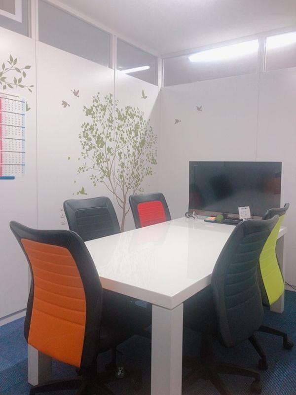 天満橋セミナールームコクリ 貸し会議室の室内の写真