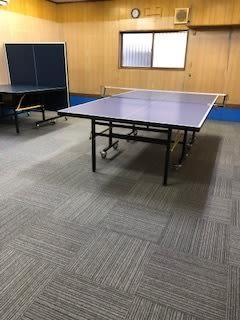 2台の卓球台を自由に移動してお使いください - オアシス卓球ステーション オアシススペースの室内の写真