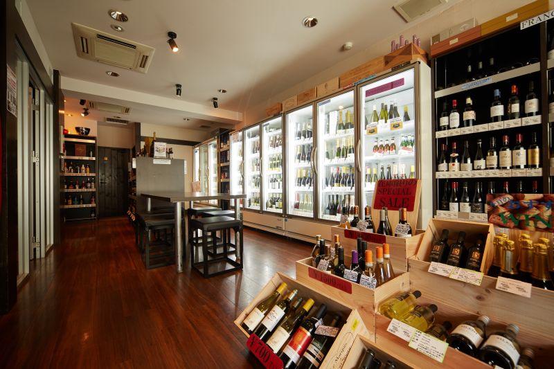 ワイン厨房TAMAYA根津店 会議、パーティースペースの室内の写真
