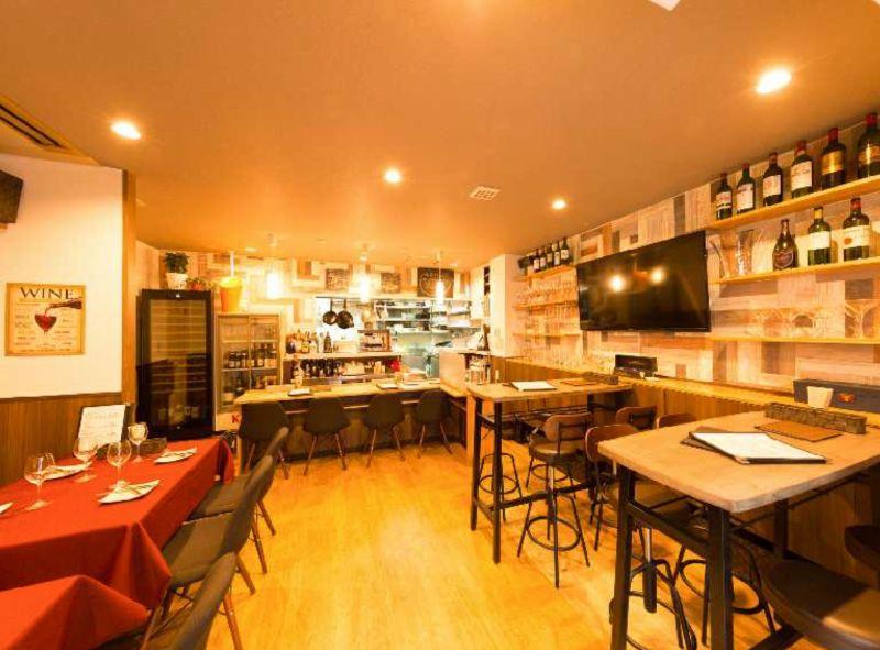ワインバル グラングラン 貸切バルの室内の写真