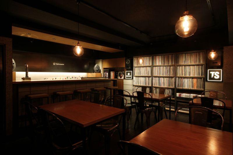 spincoaster bar 貸切スペースの室内の写真
