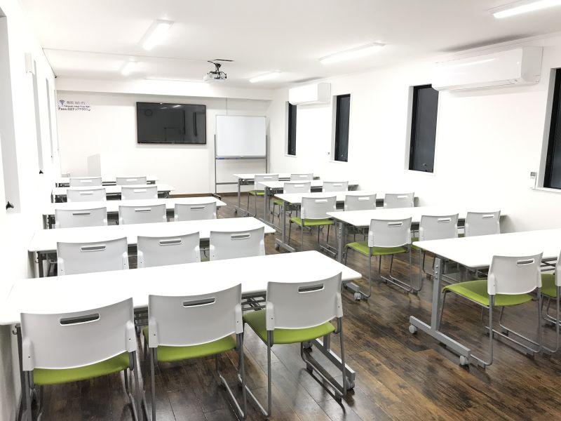 Room1は収容人数は最大26人。会場面積は40m²となります。 - 高崎白銀ビルⅡ 貸会議室 Room1【最大26席】の室内の写真