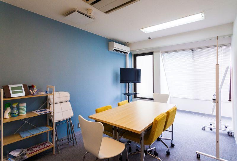 パラオ会議室の室内の写真