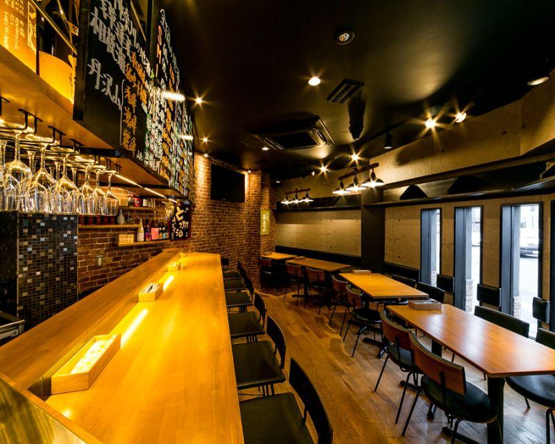 アイビーカフェ+溝の口 テーブル席4人席×2/~8名の室内の写真