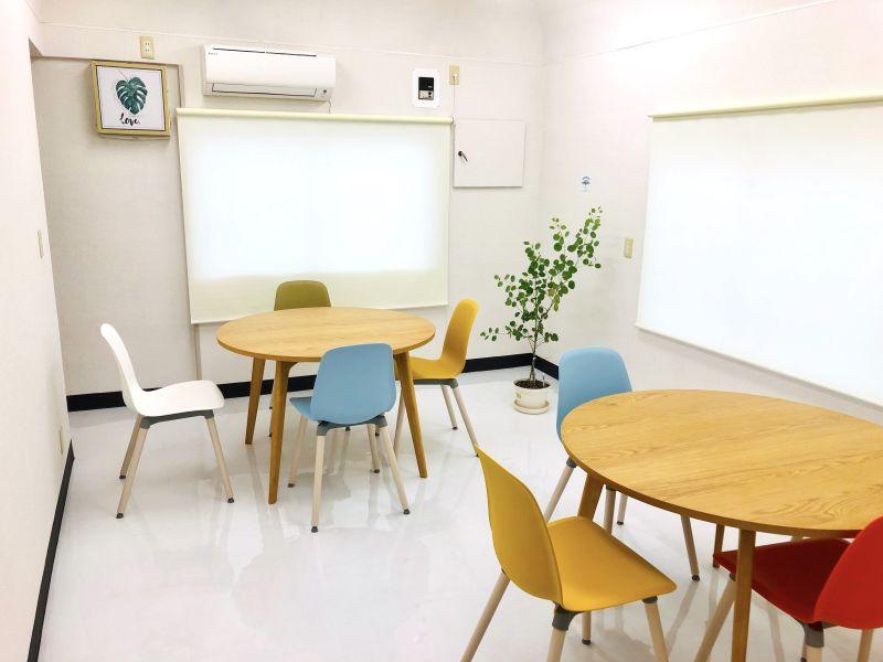長町の自習室『ながスタ』 多目的スペースの室内の写真