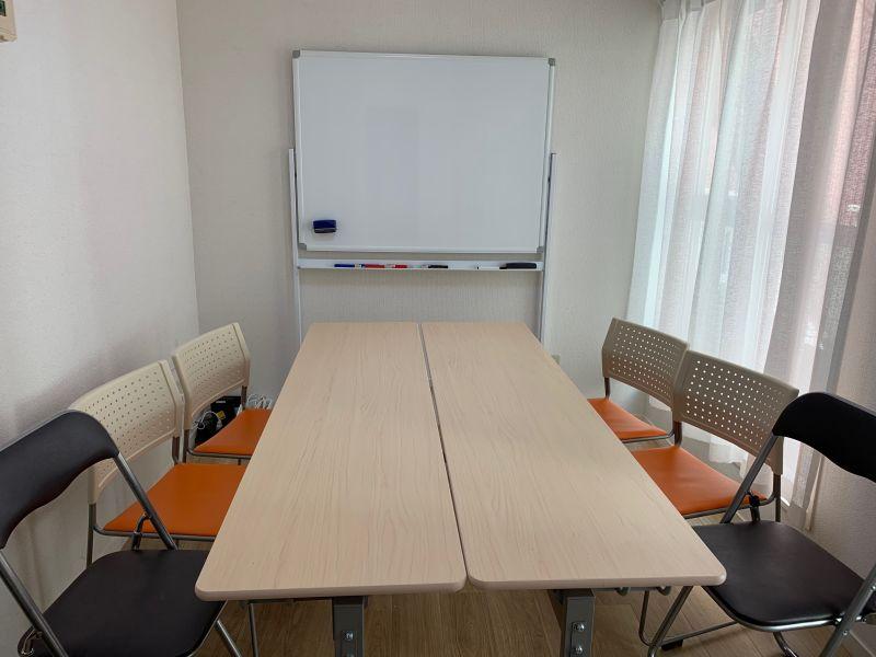 いちご会議室 新宿第2会議室の室内の写真