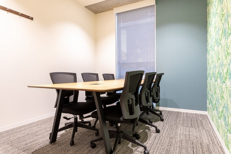 BIZcomfort大森山王 会議室①(6名用)の室内の写真