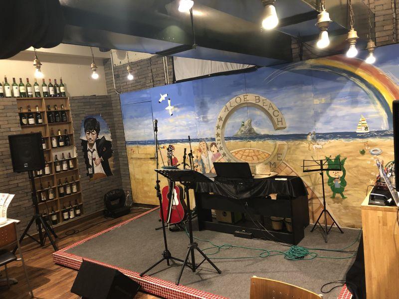 鶏ちゃんバルジョニー69 カフェ&ライブの室内の写真