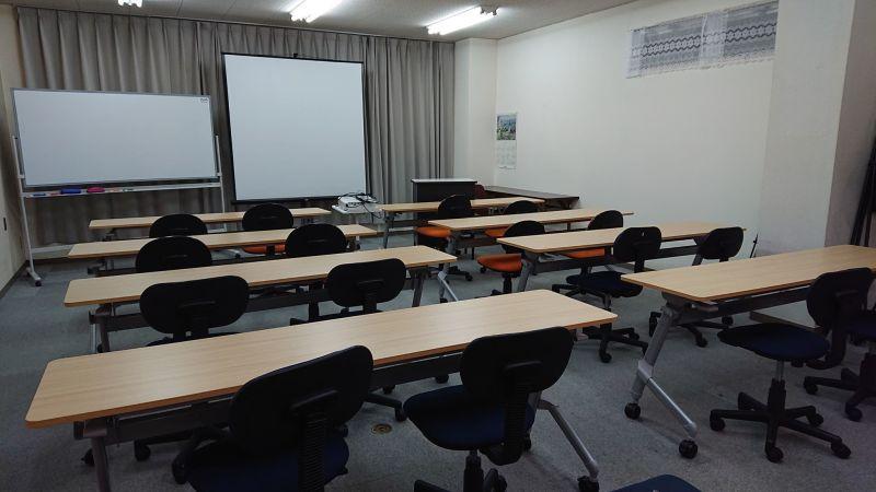 前8本 後6本 計14本 - 貸会議室リヴィング・ラボとくしま JR徳島駅近く、貸し会場、会議室の室内の写真