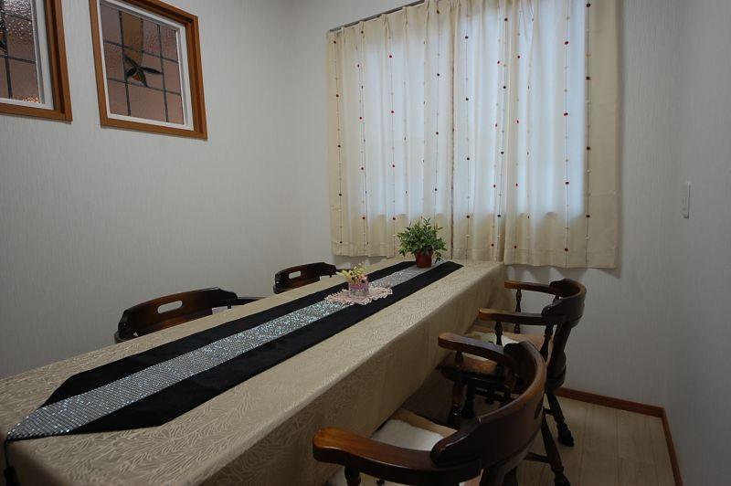 レンタルサロン 美明日(ビアス) 小部屋の室内の写真