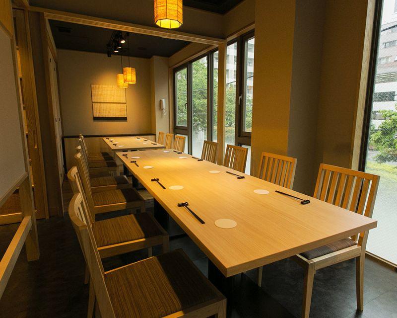 和食料亭 ワークスペースの室内の写真