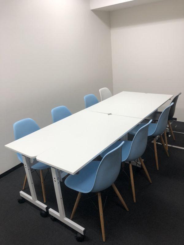 ベイシズ福岡・博多駅前貸会議室 B13(収容人数8名)会議室の室内の写真