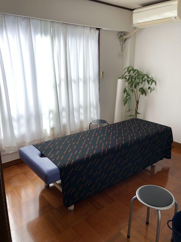 西村スポーツマッサージ仙川院 サロンスペースの室内の写真