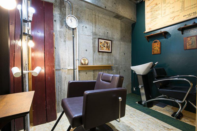 個室のレンタル美容室 個室の美容室!タオルシャンリン付の室内の写真