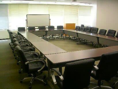 センタープラザ西館貸会議室 4号会議室の室内の写真