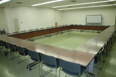 センタープラザ西館貸会議室 8号会議室の室内の写真