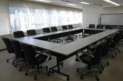 センタープラザ西館貸会議室 16号会議室の室内の写真