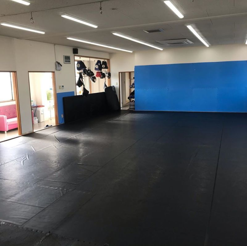 MMA&スポーツジム Blaze 2階、マットスペースの室内の写真