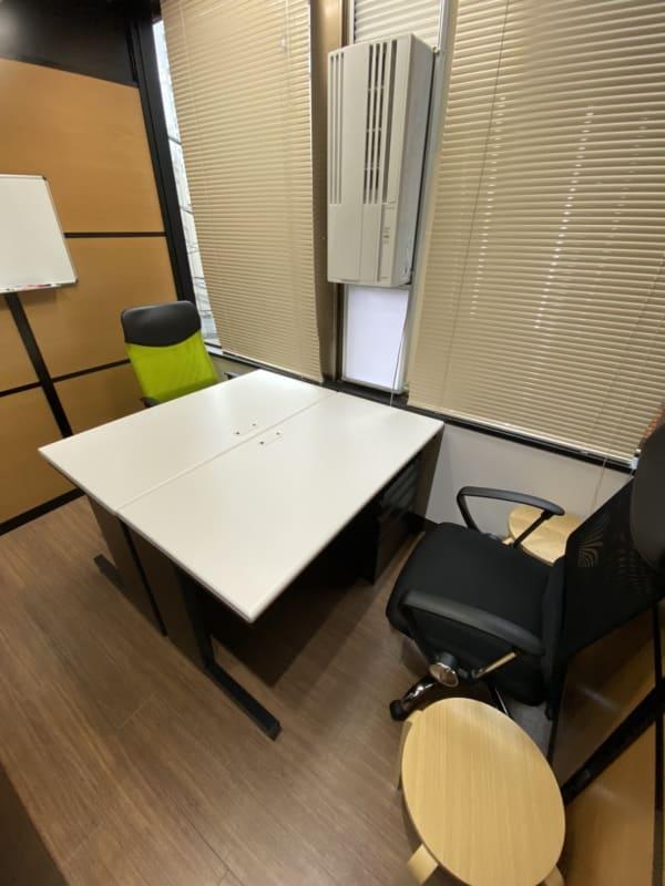 ONE DAY OFFICE TOKYO テレワーク利用可能 個室4名の室内の写真