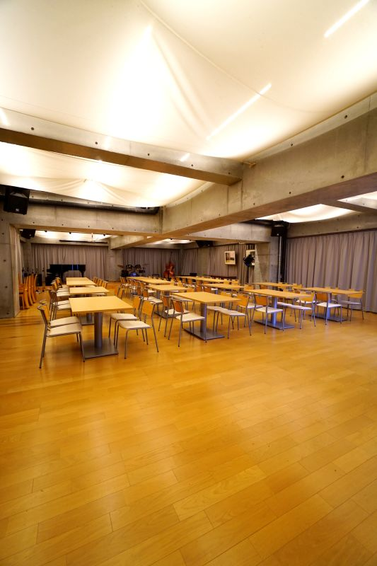BistroEncore内 多目的ホールの室内の写真
