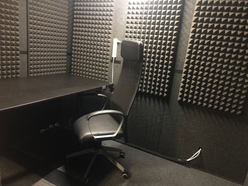V2bスタジオ 防音室の室内の写真