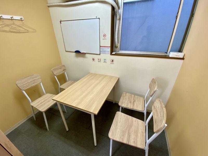 カラメル池袋西口店 C室(オレンジ)の室内の写真