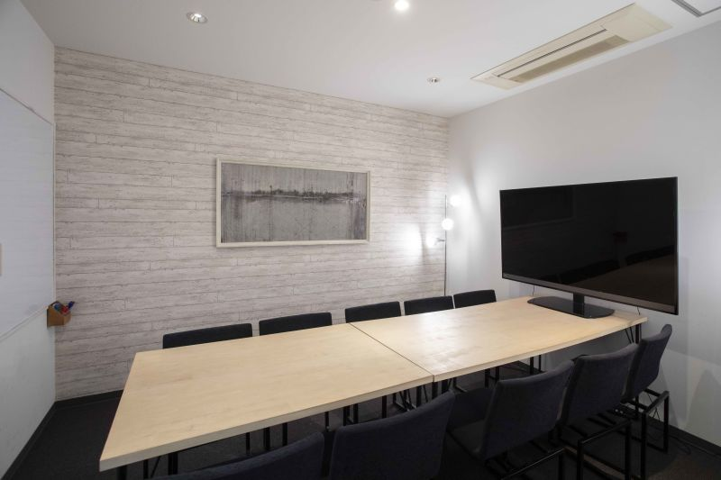 DIGIMA BASE 会議室(最大10名収容)の室内の写真