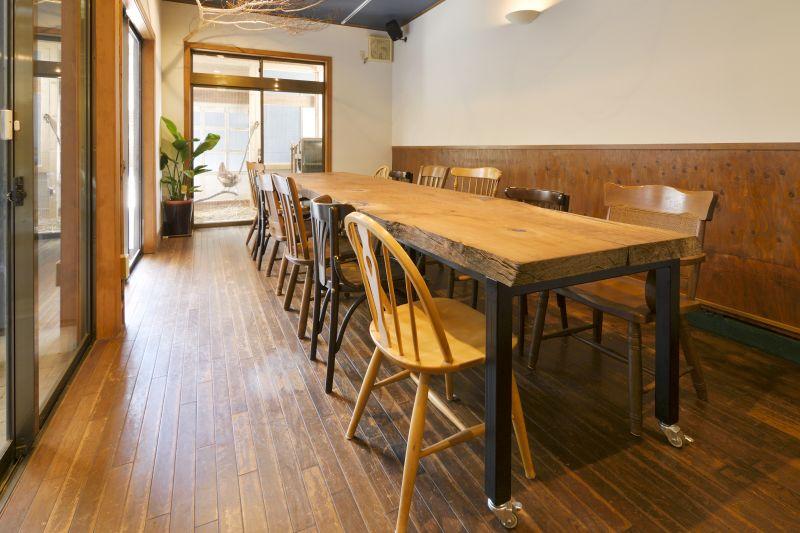 むすび森のcafe Aスペースの室内の写真
