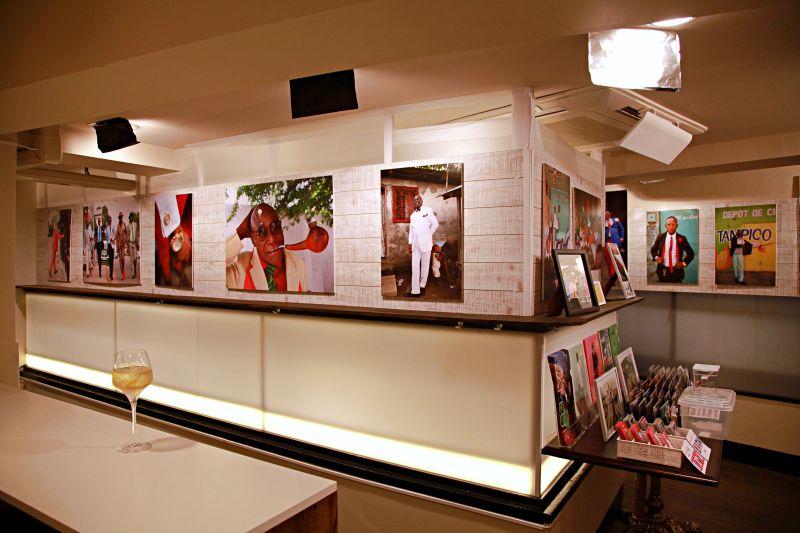 ギャラリー&カフェバーSAPE ギャラリーSAPEの室内の写真