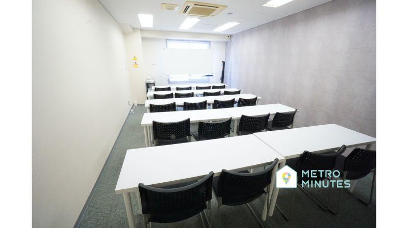 【栄駅チカ会議室】 プロジェクタ無料の貸し会議室♪の室内の写真